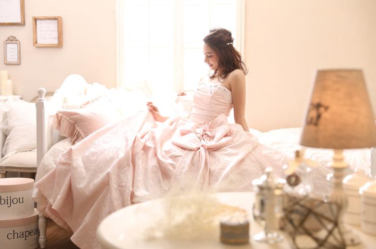 aimのカラーピンクドレス